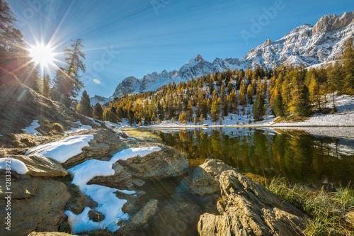 Poster Bleu Le Soleil se lève le Lac Miroir
