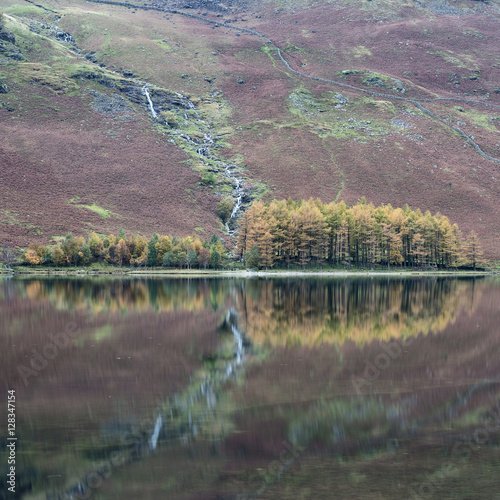 Poster Lavendel Beautiful Autumn Fall landscape image of Lake Buttermere in Lake