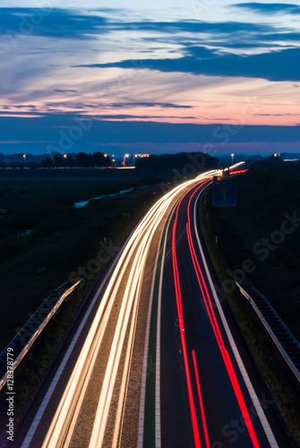 Photographie  Long exposure photo of traffic on the move at dusk..