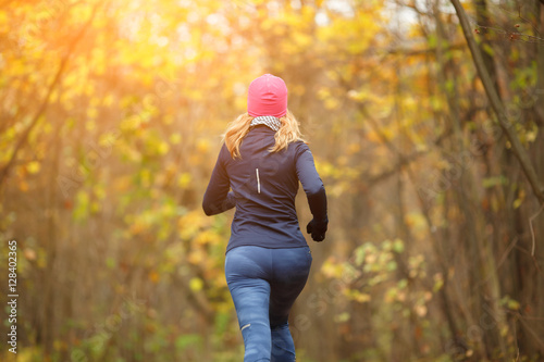 Staande foto Jogging Slender female running in park