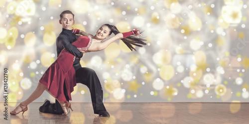 Carta da parati Beautiful couple in the active ballroom dance