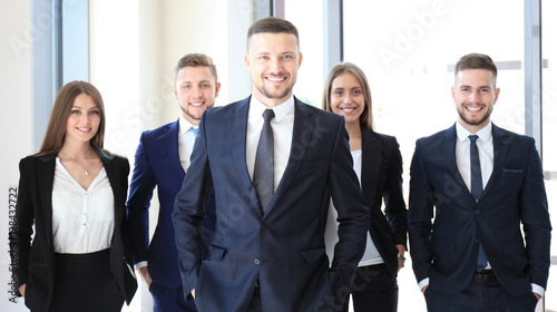 Photo  Portrait of happy business partners looking at camera
