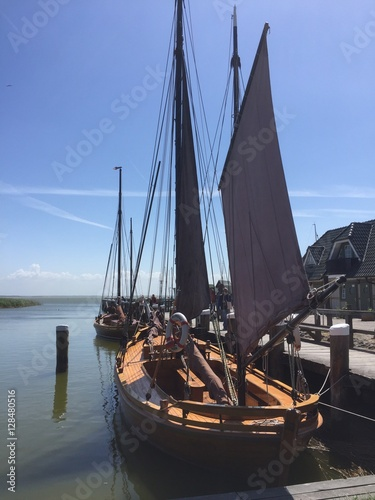 Traditionelles Zeesenboot im Bodden von Prerow Canvas Print