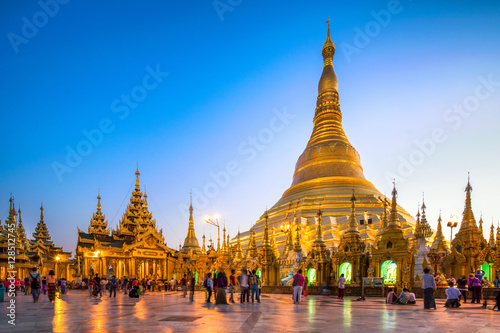 Photo  Swedagon Pagode in Yangon Myanmar
