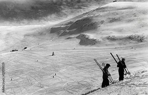 Fotografia  Before WWII, winter 1939 skiers on Monte Bondone, Italy