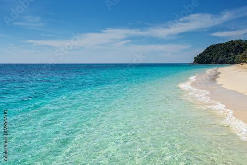 Fotobehang white sand beach of koh rok island