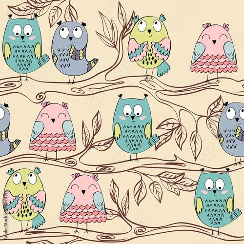 sowy-siedzace-na-galezi-drzewa-rysunek
