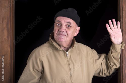 Attrayant Homme Dans Lu0027encadrement De La Porte