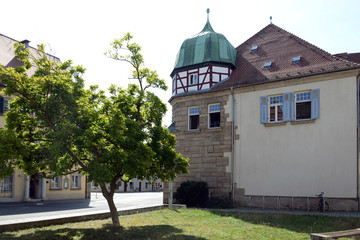 Fototapeta na wymiar Fachwerkturm mit Kupferhaube in Weissenburg