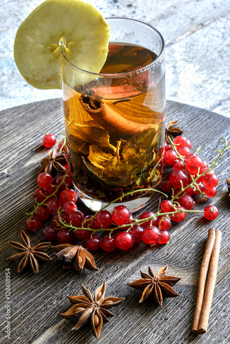 Fotografia  Tea Cup, apples, red currants