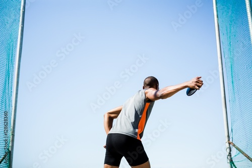 Spoed Foto op Canvas Gymnastiek Athlete about to throw a discus