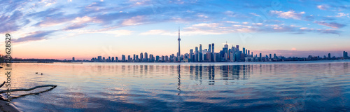Photo sur Toile Toronto Panoramic view of Toronto skyline and Ontario lake - Toronto, Ontario, Canada