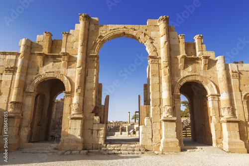 Photo sur Aluminium Ruine South gate of the Ancient Roman city of Gerasa, modern Jerash, Jordan