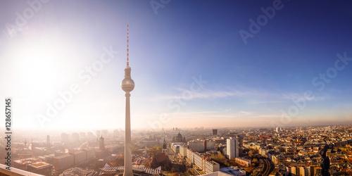 Foto op Aluminium Berlijn Über den Dächern von Berlin, Fernsehturm, Rotes Rathaus, Berliner Dom