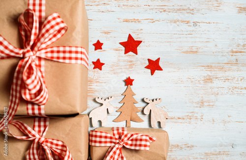 Poster Roe Shabby Christmas background with Christmas tree, reindeer, red stars and gift boxes