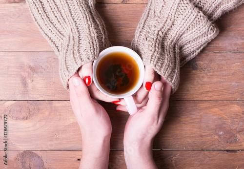 Zdjęcie XXL Herbata w ręce kobiety