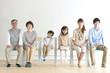 Leinwandbild Motiv 椅子に座る3世代家族