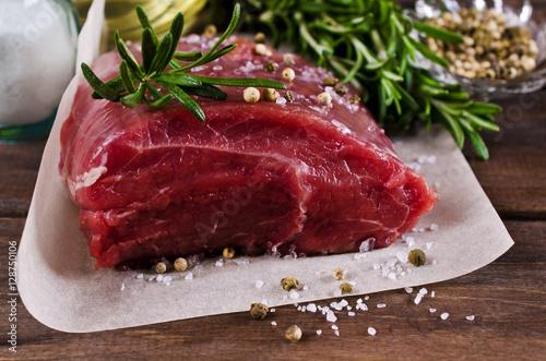 Papiers peints Steakhouse Raw beef fillet