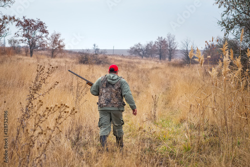 Foto op Canvas Jacht Hunter moving with shotgun looking for prey
