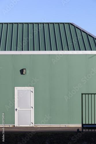 Staande foto Industrial geb. Green industrial building