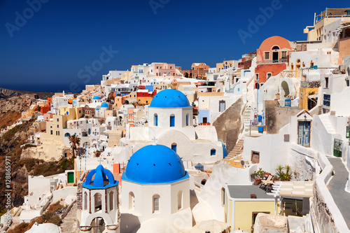 Papiers peints Santorini Landscape of Oia town in Santorini, Greece with blue dome church