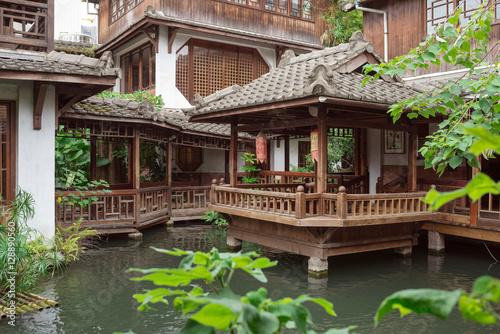 Plakat Chiński herbaciany dom i wodny ogród w Taichung, Tajwan