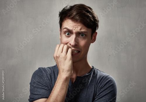 Fotomural  Scared man face.