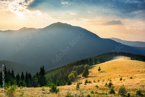 Foto auf Gartenposter Gebirge Sunset in the mountains
