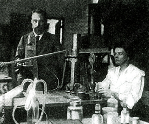Fotografie, Tablou Pierre Curie and Marie Skłodowska-Curie, pioneers in radioactivity, in their lab