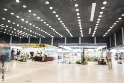 Poster Aeroport Exhibition Hall blurred background people walking with motion bl
