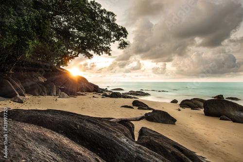 Strand bei Sonnenuntergang in Thailand