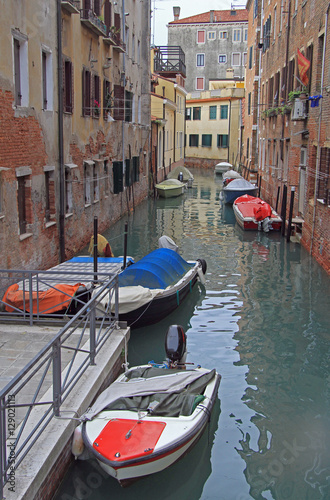 the narrow water canal in Venice © babble