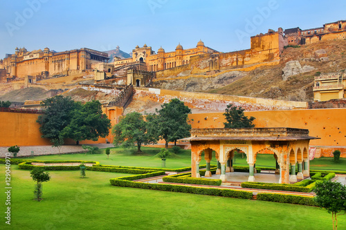 Tuinposter Vestingwerk Amber Fort near Jaipur in Rajasthan, India