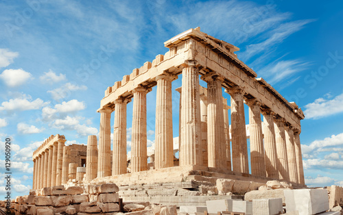 Photo Stands Historical buildings Parthenon on the Acropolis in Athens, Greece