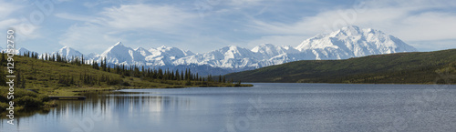 Photo The Alaska Range and Wonder Lake in Denali National Park, Alaska