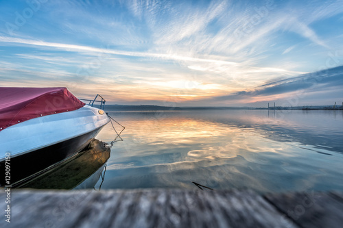 Fotografia  Boat near to a pier at sunset time