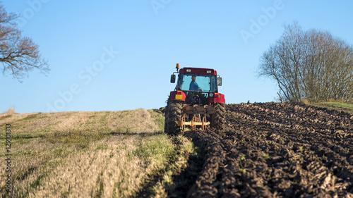 Zdjęcie XXL traktor orki pola jesienią