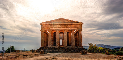 Fotobehang Bedehuis The famous Temple of Concordia in the Valley of Temples near Agrigento, Sicily
