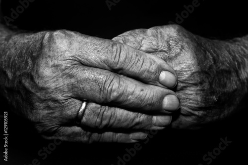 Fotografie, Obraz  Hand Opa Großvater schwarz weiß