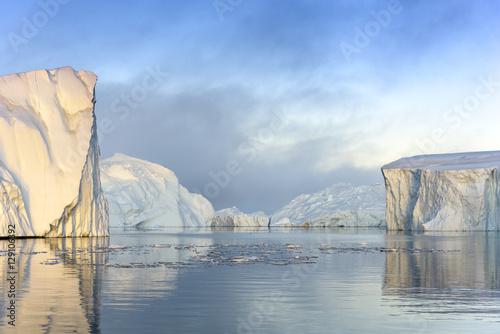 Poster Glaciers beautiful icebergs on arctic ocean, Greenland