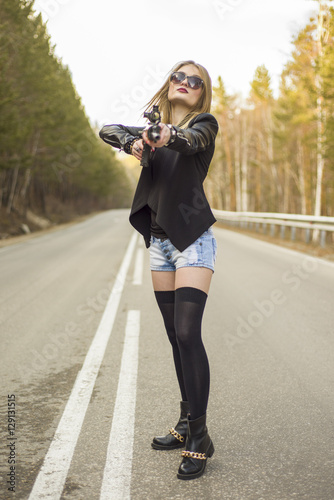 Photo  Girl assassin waiting for his victim on the road.