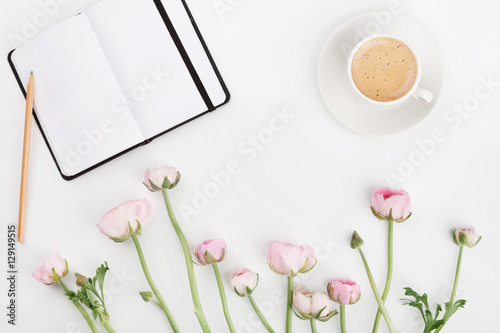 Láminas  Beautiful spring Ranunculus flowers, empty notebook and cup of coffee on white desk from above