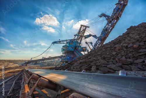 Fotografía Long conveyor belt transporting ore
