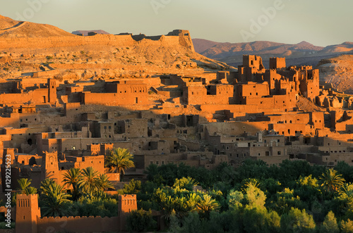 Poster Oranje eclat Ait Benhaddou kasbah, along the former caravan route between Sahara and Marrakesh, Morocco, situated in Souss Massa Draa on a hill along the Ounila River