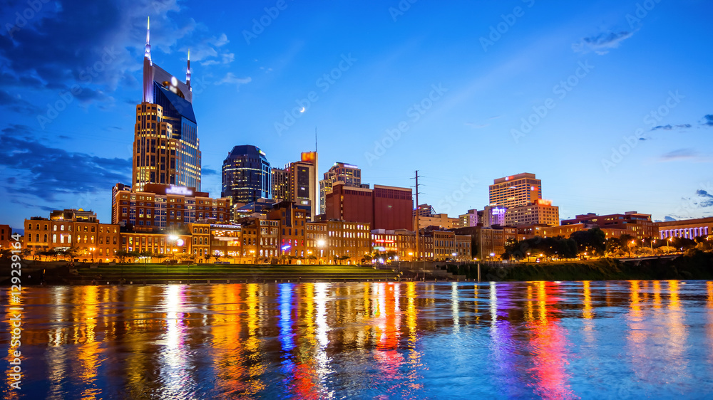 Fototapeta Downtown Nashville, Tennessee Cityscape Skyline Across The Cumberland River