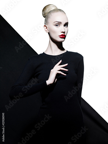 Türaufkleber womenART Elegant woman in geometric black and white background
