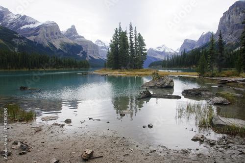 Tuinposter Blauwe hemel Lake Medicine near Jasper in Canada