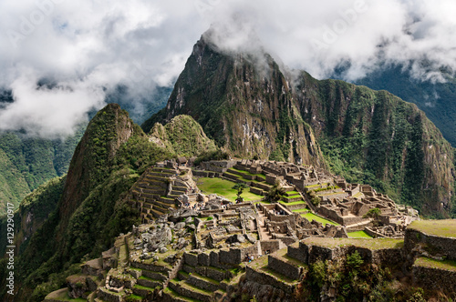 Obraz Machu Picchu. Lost city of Inkas in Peru mountains. - fototapety do salonu