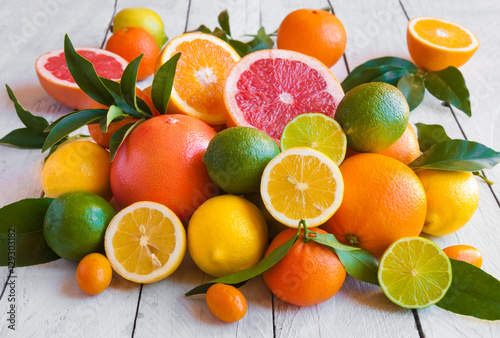 Montage in der Fensternische Fruchte Various citrus fruits (orange, grapeftuit, lemon, mandarine, lime)