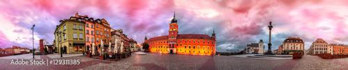 Fototapeta premium Panorama Zamku Królewskiego w Warszawie wschód słońca, Polska. Pnanoram 360 stopni z 28 obrazów z efektami przetwarzania końcowego
